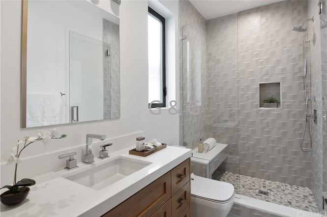 PIC -7 CUSTOM QUARTZ VANITY (Sutton St. Project)